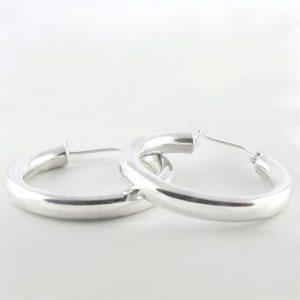 Zilveren-oorringen-4-mm-met-klipsluiting--1.JPG