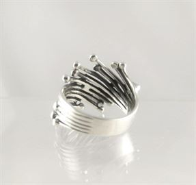 Zilveren-ring-staafjes-bolletjes_3.JPG.cropped.jpg