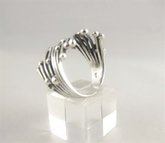 Zilveren-ring-staafjes-bolletjes_1.JPG.cropped.jpg